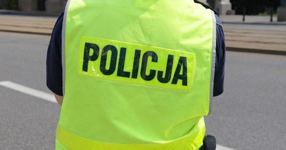"""Policjanci z warszawskiego Wilanowa zatrzymali dwóch 14-latków podejrzanych o udział w dwóch oszustwach metodą """"na policjanta"""" - powiedział PAP rzecznik mokotowskiej policji podkom. Robert Koniuszy. Dodał, że nastolatkowie wyłudzili od pokrzywdzonego 23 tys. złotych."""