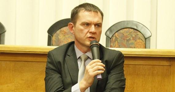 Andrzej Poczobut, działacz Związku Polaków na Białorusi, który jest przetrzymywany w areszcie w Żodzino pod Mińskiem, zachorował na Covid-19 - pisze Białoruskie Stowarzyszenie Dziennikarzy.