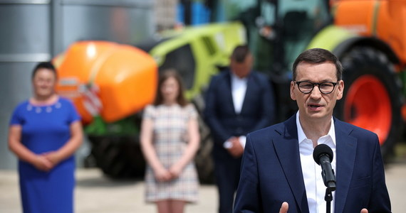 """""""Odchudzenie biurokracji dla rolników; ustawa o rodzinnym gospodarstwie rolnym; uwolnienie rolniczego handlu detalicznego dla mniejszych gospodarstw rolnych"""" - to niektóre rozwiązania dla rolników w Polskim Ładzie, o których mówił premier Mateusz Morawiecki podczas debaty w Balicach."""