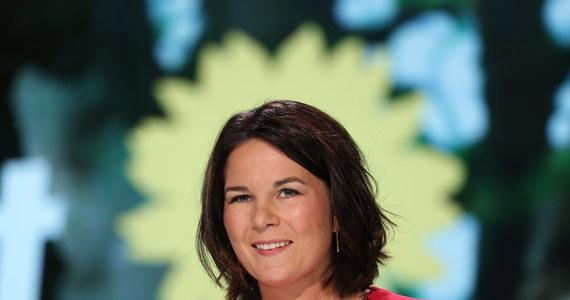 Współprzewodnicząca niemieckiej partii Zielonych Annalena Baerbock została oficjalnie wybrana na kandydatkę tego ugrupowania na urząd kanclerza Niemiec w wyborach parlamentarnych we wrześniu. Sondaże pokazują, że poparcie dla będących niedawno liderami popularności Zielonych spada.