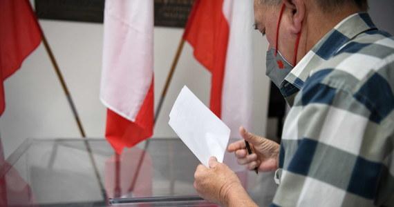 O godzinie 7:00 w Rzeszowie rozpoczęły się przedterminowe wybory prezydenta miasta. Muszą odbyć się w związku z tym, że rządzący miastem od 2002 roku Tadeusz Ferenc złożył rezygnację 10 lutego po tym, gdy przeszedł Covid-19.
