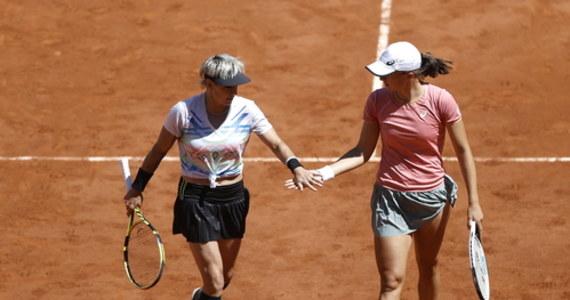 Iga Świątek bez drugiego w karierze wielkoszlemowego tytułu: w finale debla French Open 20-letnia Polka i starsza o 16 lat Amerykanka Bethanie Mattek-Sands przegrały z Czeszkami Barborą Krejcikovą i Kateriną Siniakovą 4:6, 2:6.