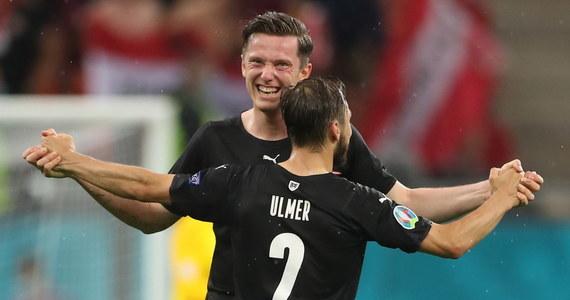 Pierwsze minuty rywalizacji grupowych rywali polskich piłkarzy z kwalifikacji były wyrównane, a debiutujący w wielkiej imprezie Macedończycy nie sprawiali wrażenia przestraszonych. Po kwadransie schowani nieco za podwójną gardą Austriacy zaczęli atakować odważniej, a w 18. minucie wyprowadzili skuteczny cios.