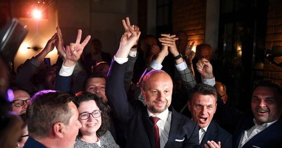 Sondaże exit poll IBS pokazują, że w pierwszej turze wyborów na prezydenta Rzeszowa wygra Konrad Fijołek. Oficjalne dane delegatura PKW ma podać w poniedziałek przed południem.