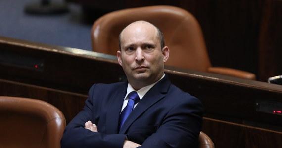 Zaprzysiężony 13. premier w historii Izraela, Naftali Bennett, jest byłym komandosem, milionerem i ortodoksyjnym żydem. Sam siebie uważa za bardziej prawicowego, ale też bardziej nowoczesnego od rządzącego przez ostatnie 12 lat Benjamina Netanjahu.