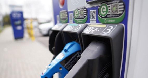 Ceny ropy na giełdzie paliw w Nowym Jorku są na najwyższym poziomie od 32 miesięcy. Surowiec kosztuje już ponad 71 USD za baryłkę - informują maklerzy.