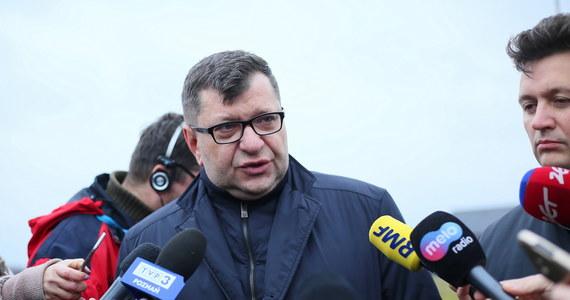 Zbigniew Stonoga ponownie stanie przed wymiarem sprawiedliwości. Tym razem przed Sądem Okręgowym w Łodzi odpowie łącznie za 186 przestępstw. Wcześniej był już wielokrotnie karany. W poniedziałek zaplanowano posiedzenie przygotowawcze w tej sprawie.