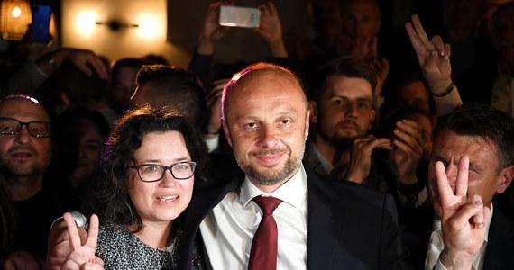 """""""Byliśmy przygotowani na prowadzenie kampanie przez najbliższe dwa tygodnie. Wygrał głos nowej epoki"""" - mówi dla RMF FM Konrad Fijołek. To on według oficjalnych danych wygrał wybory prezydenta Rzeszowa."""