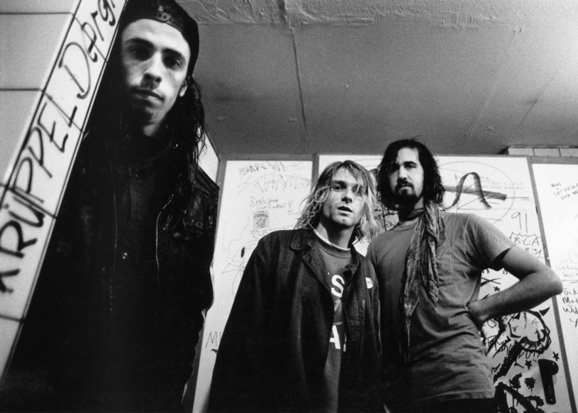 """Były perkusista Nirvany Dave Grohl wyjawił Howardowi Sternowi w jego programie telewizyjnym, że nie tylko spotyka się z kolegą, ale nagrywają też """"naprawdę fajną"""" nową muzykę. Zaznaczył jednak, że po samobójczej śmierci lidera Nirvany, nie ma możliwości reanimacji zespołu."""