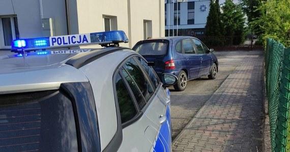 """""""Po pościgu zatrzymano 45-latka, który kompletnie pijany przyjechał autem na dozór policyjny do komisariatu w Paradyżu (woj. łódzkie). Miał prawie 4 promile alkoholu w organizmie"""" - podała rzeczniczka opoczyńskiej policji Barbara Stępień."""
