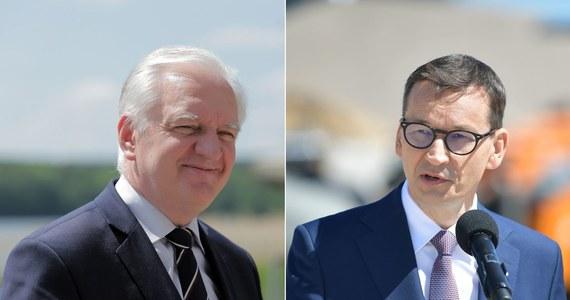 Jarosław Gowin coraz głośniej sprzeciwia się premierowi Mateuszowi Morawieckiemu i prezesowi Prawa i Sprawiedliwości Jarosławowi Kaczyńskiemu w sprawie planowych podwyżek podatków. Istnieje obawa, że cała podatkowa reforma może się opóźnić. Ludzie z otoczenia prezesa Porozumienia zapowiadają z kolei, że to początek nowego kursu.