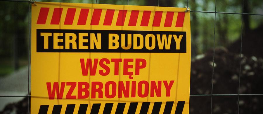 Prokuratura zajmuje się sprawą tragicznego wypadku, do którego doszło w sobotę na budowie osiedla mieszkaniowego przy ul. Węgierskiej w Gorzowie Wielkopolskim. Zginął tam 54-latek przygnieciony przez zawaloną ścianę.