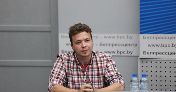 """""""Szczerze panu współczuję i nie wierze, że mówi pan szczerze. Wyobrażam sobie, co mogli z panem zrobić"""" - powiedziała w Mińsku podczas konferencji prasowej dziennikarka Taccjana Karawiankowa do występującego tam Ramana Pratasiewicza."""