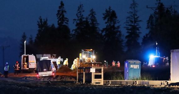 Rozszczelnienie głównego gazociągu na budowie nowej zakopianki na odcinku Klikuszowa - Rdzawka. Zakopianka została z tego powodu zamknięta w obu kierunkach. Jeden z robotników trafił do szpitala na obserwację.