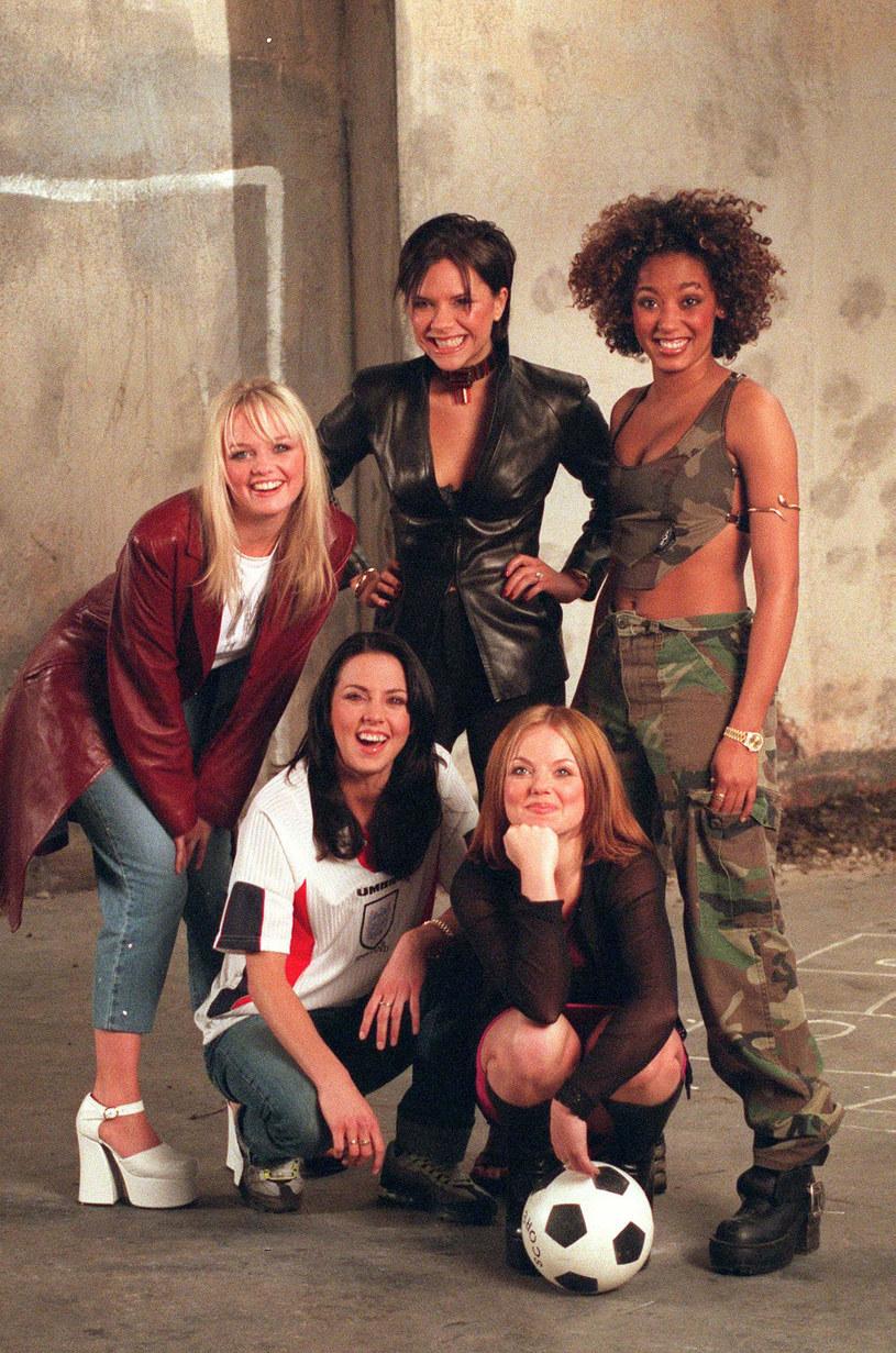 """W lipcu minie 25 lat odkąd Spice Girls wdarły się na listy przebojów z singlem """"Wannabe"""". Z tej okazji najsłynniejszy girlsband postanowił uraczyć fanów nowym wydawnictwem """"Wannabe25"""", na którym znajdzie się nowy, wcześniej niepublikowany utwór, ballada """" Feed Your Love""""."""