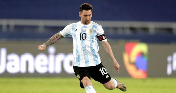 Lionel Messi zdobył gola z rzutu wolnego dla Argentyny w zremisowanym 1:1 meczu z Chile w Copa America. W drugim spotkaniu grupy A Paragwaj pokonał Boliwię 3:1. Turniej piłkarski o mistrzostwo Ameryki Południowej odbywa się w Brazylii.
