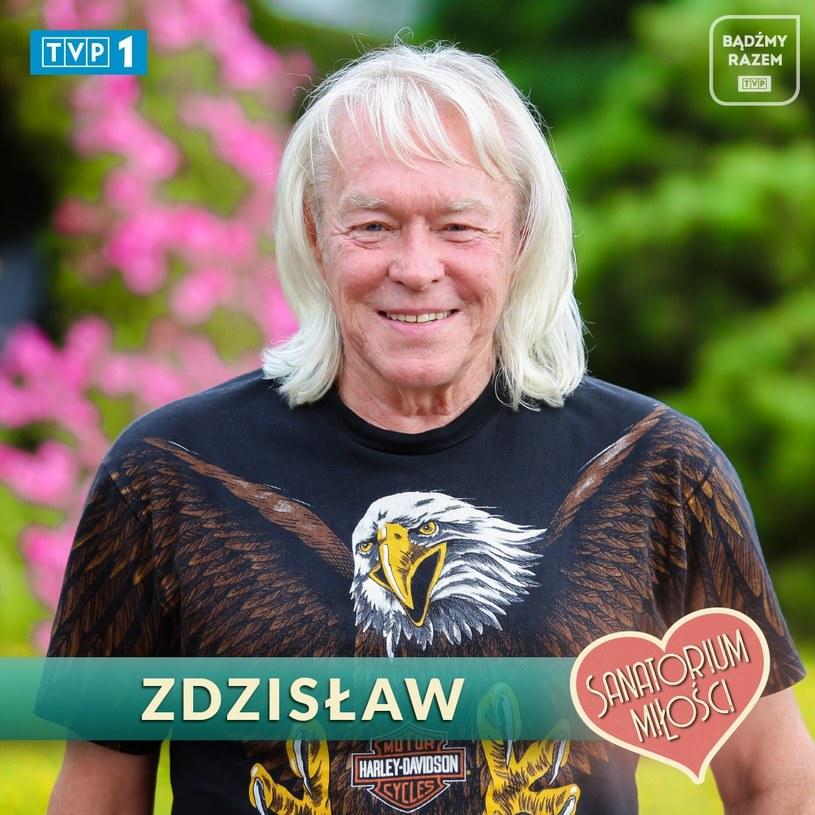 """""""Miłość chodzi zawiłymi drogami, a moja przyszła przez to, że wziąłem udział w programie"""" - mówi Zdzisław Wasiak, jeden z uczestników trzeciej edycji """"Sanatorium miłości"""". Mężczyzna znowu jest szczęśliwie zakochany, a na swoim profilu na Facebooku opublikował wspólne zdjęcie z ukochaną."""