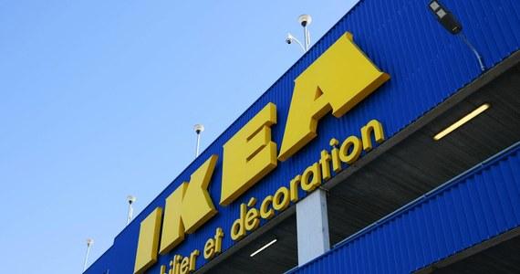 Trybunał Karny w Wersalu skazał firmę Ikea France na milion euro grzywny, a jednego z jej byłych dyrektorów na dwa lata więzienia w zawieszeniu oraz 50 tys. euro grzywny. Trybunał uznał francuską filię szwedzkiego giganta meblowego winną szpiegowania kilkuset pracowników, w tym związkowców w latach 2009-2012.