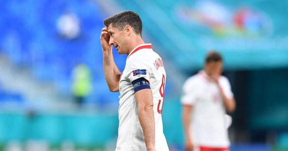 """""""Będziemy robić wszystko, żeby w pozostałych spotkaniach wyglądało to lepiej. Walczymy dalej"""" - napisał Robert Lewandowski na Instagramie. Wczoraj Polska przegrała ze Słowacją 1:2 w pierwszym występie na piłkarskich mistrzostwach Europy Euro 2020."""