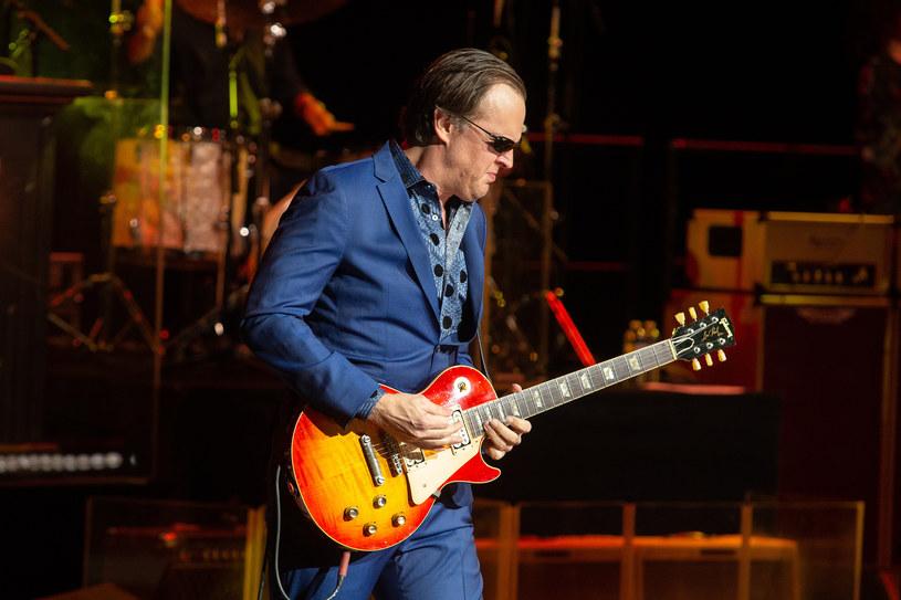 """Przepis na udany album koncertowy? Ryman Auditorium w Nashville oraz Joe Bonamassa. Od piątku na sklepowych półkach nowy album tego artysty """"Now Serving: Royal Tea Live From The Ryman"""". Świeżymi brzmieniami podzielili się również Eric Clapton i Van Morrison. W #58 Pełni Bluesa wspomnimy też Johna Lee Hookera. 21 czerwca minie 20 lat od jego śmierci."""