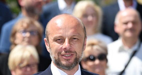 Konrad Fijołek zostanie zaprzysiężony na prezydenta Rzeszowa w poniedziałek 21 czerwca o godz. 14. Uroczystość odbędzie się w ratuszu, a po niej Fijołek chce się spotkać z mieszkańcami stolicy Podkarpacia na rzeszowskim rynku.