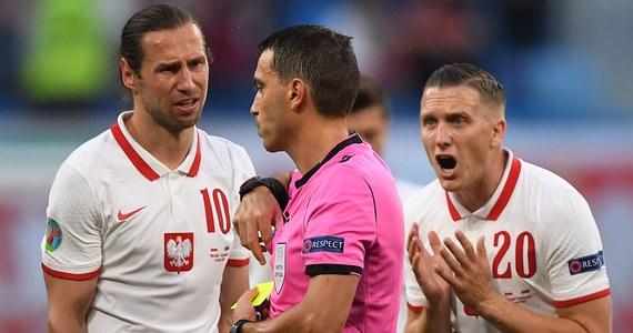 """Grzegorz Krychowiak nie ukrywa, że w przegranym ze Słowacją 1:2 pierwszym meczu piłkarskich mistrzostw Europy popełnił poważny błąd. """"Ostatnia noc była dla mnie bardzo trudna, bo może on pokrzyżować realizację założonych przez nas celów"""" - powiedział pomocnik reprezentacji Polski."""