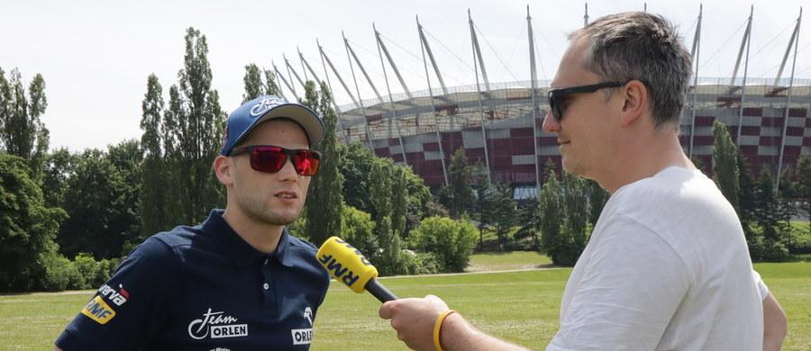 Za kilkadziesiąt godzin rozpoczną się rajdowe emocje w Mikołajkach. W tym roku Rajd Polski będzie także rundą Mistrzostw Europy FIA. Na liście startowej ponad 100 załóg. W tym gronie są bardzo mocni kierowcy z zagranicy jak Craig Breen czy Andreas Mikkelsen. Ciekawie zapowiada się także walka w mistrzostwach Polski. W wysokie miejsce celuje Kacper Wróblewski.