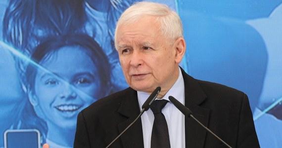 """Jarosław Kaczyński, piastujący obecnie stanowisko wicepremiera ds. bezpieczeństwa, zamierza odejść z rządu na półtora roku przed wyborami - dowiedział się nieoficjalnie """"Wprost"""". Lider PiS zamierza się """"całkowicie poświęcić partii""""."""