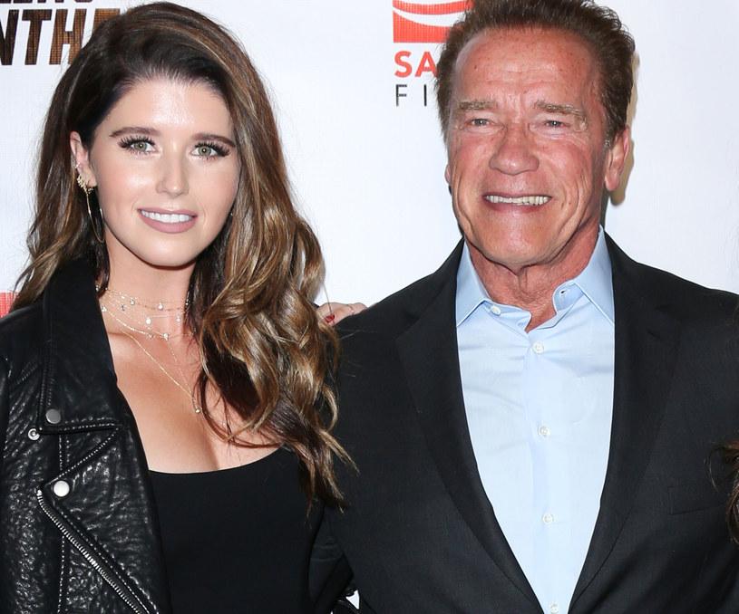 Starsza córka Arnolda Schwarzeneggera i Marii Shriver zamieściła na Instagramie fotografię z przejażdżki konnej swoich rodziców, która mogła mieć miejsce ćwierć wieku temu. Ona sama jest bowiem na tym zdjęciu zaledwie kilkuletnim brzdącem.