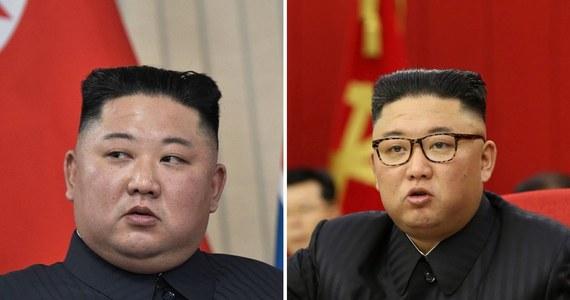 Amerykańska agencja prasowa AP opublikowała zdjęcia, na których widać wyraźnie szczuplejszego północnokoreańskiego przywódcę. Widoczna utrata wagi lidera Korei Północnej wzbudziła zainteresowanie i zaniepokojenie władz w Seulu.