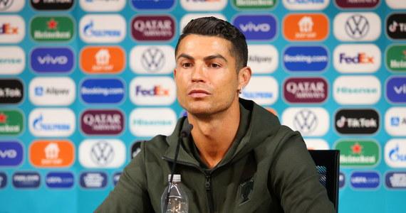Cristiano Ronaldo jednym gestem wpłynął na światowe giełdy – i zaszkodził spożywczemu gigantowi. Wystarczyło, że w czasie konferencji prasowej odstawił butelki z gazowanym napojem.