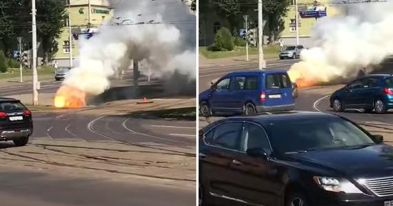 Do wybuchu doszło w środę w Mińsku na rogu ulic Biaduli i Czapajewa, kilkadziesiąt metrów od budynku, w którym ma siedzibę polska ambasada na Białorusi. W internecie pojawiły się nagrania, na których widać dym, a na innych - niewielki pożar przy torach tramwajowych.