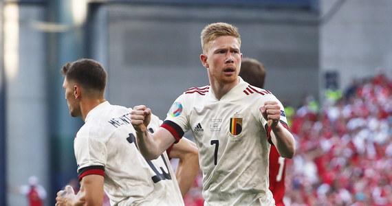 Kevin De Bruyne zaliczył fenomenalny powrót na boisko po kontuzji, której doznał w czasie finału Ligi Mistrzów. Pomocnik asystował przy bramce Thorgana Hazarda, a później sam strzelił gola Duńczykom. W dużej mierze dzięki jego postawie Belgia odniosła drugie zwycięstwo w Euro 2020. Dziś wygrała z Danią 2:1.