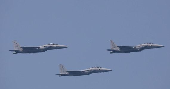 Po raz drugi od zawieszenia broni w Strefie Gazy izraelskie siły powietrzne zbombardowały w nocy z czwartku na piątek cele Hamasu na terytorium palestyńskim. Według Tel Awiwu był to odwet za wystrzelenie z Gazy balonów zapalających w kierunku Izraela.