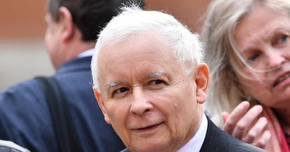 """Prezes Prawa i Sprawiedliwości Jarosław Kaczyński ma pożegnać się z rządem do końca roku - podaje """"Super Express"""", powołując się na nieoficjalne źródła. To kolejne w ostatnim czasie doniesienia medialne na temat odejścia wicepremiera ds. bezpieczeństwa z gabinetu Mateusza Morawieckiego."""