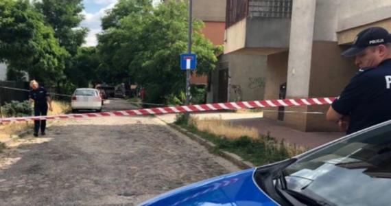 25 lat więzienia - taki wyrok wydał Sąd Okręgowy Warszawa-Praga wobec 66-letniego Andrzeja K., oskarżonego m.in. o zastrzelenie sąsiadki oraz dwukrotne dźgnięcie nożem jej syna. Do zbrodni doszło w lipcu 2019 roku podczas kontroli budowlanej przy ul. Łąkocińskiej w Warszawie.