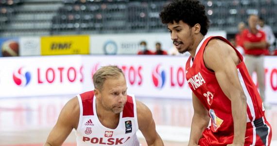 Najbardziej doświadczony koszykarz reprezentacji Polski Łukasz Koszarek, który z powodu urazu barku nie zagra w piątek w Gliwicach w towarzyskim meczu z Łotwą, wierzy, że zespół zbliża się do formy, która pozwoli mu walczyć w Kownie o awans do igrzysk w Tokio.