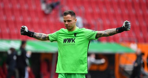 Rafał Gikiewicz ma za sobą bardzo udany sezon w bramce Augsburga. Mimo to, nie otrzymał on powołania na zgrupowanie reprezentacji w Opalenicy, a później na Euro. Występujący w lidze niemieckiej zawodnik pojawi się jednak w Sewilli na stadionie La Cartuja i będzie towarzyszył kadrze, ale tym razem w roli telewizyjnego eksperta. O szansach w meczu z Hiszpanią, ale także o tym, jak temperatura może wpłynąć na wynik meczu z Hiszpanią z Rafałem Gikiewiczem Bramkarzem Augsburga rozmawiał Wojciech Marczyk z redakcji sportowej RMF FM.