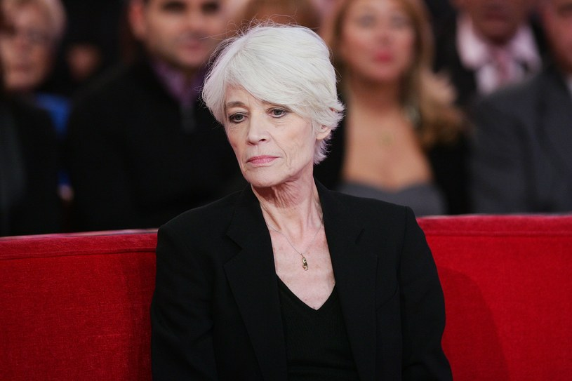 """77-letnia gwiazda francuskiej estrady Françoise Hardy w najnowszym wywiadzie wyznała, że bardzo cierpi, a jej życie zmierza ku końcowi. """"Francja jest niehumanitarna"""" - powiedziała, apelując o zalegalizowanie wspomaganego samobójstwa."""