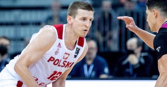 Adam Waczyński – były kapitan i jeden z najbardziej doświadczonych koszykarzy reprezentacji Polski – opuścił zgrupowanie kadry w Gliwicach – poinformował Polski Związek Koszykówki. Decyzję w tej sprawie podjął trener Mike Taylor.