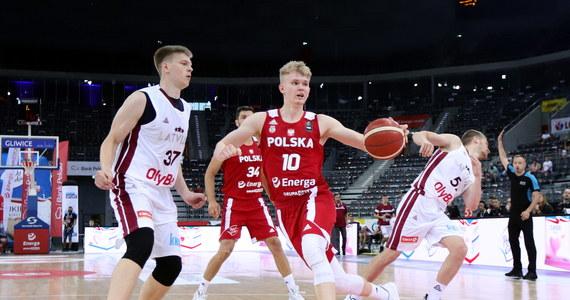 Polscy koszykarze pokonali po dogrywce Łotwę 75: 73 (17:16, 21:11, 14:19, 16:22 - dogr. 7:5) w towarzyskim meczu rozegranym Gliwicach. Biało-czerwoni przygotowują się do udziału w olimpijskim turnieju kwalifikacyjnym w Kownie (29 czerwca - 4 lipca).