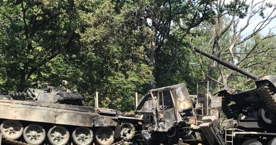 Zderzenie dwóch ciężarówek przewożących czołgi na autostradzie A6. W wyniku kolizji doszło do pożaru – poinformował rzecznik prasowy KM PSP w Szczecinie kpt. Franciszek Goliński. Zdarzenie miało miejsce na wysokości węzła Podjuchy w kierunku Kołbaskowa.