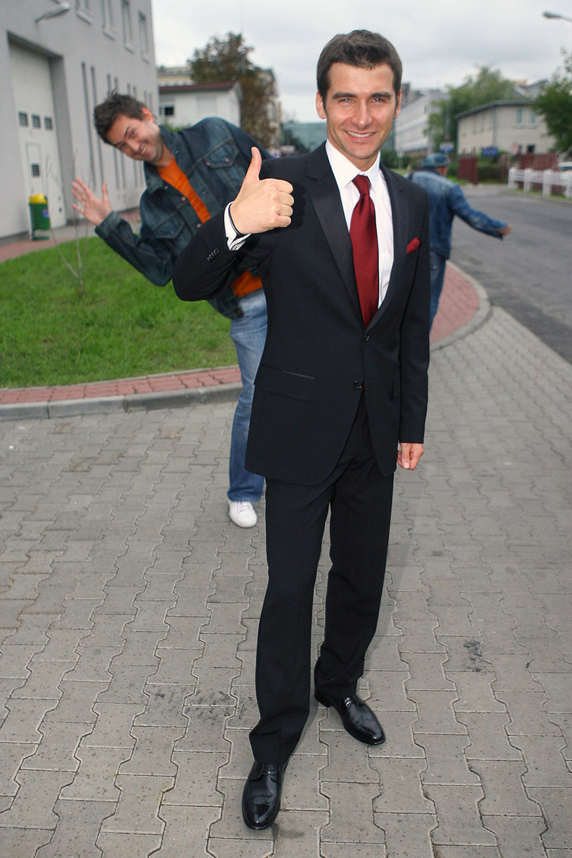 """Gwiazdor """"Dzień Dobry TVN"""" pozwolił sobie na żart z gwiazdora konkurencyjnego programu """"Pytanie na śniadanie"""". Prokop opublikował zdjęcie radzieckiego kosmonauty, który - jego zdaniem - jest zaskakująco podobny do Kammela. Komentujący wpis internauci nie tylko podchwycili żart, ale też twórczo go rozwinęli, nie zostawiając na gwiazdorze TVP suchej nitki."""