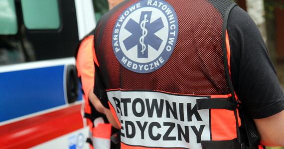 Sześć osób, w tym czworo dzieci trafiło do szpitala po zderzeniu dwóch samochodów osobowych na obwodnicy Daleszyc w Świętokrzyskiem. W sumie autami podróżowało osiem osób.