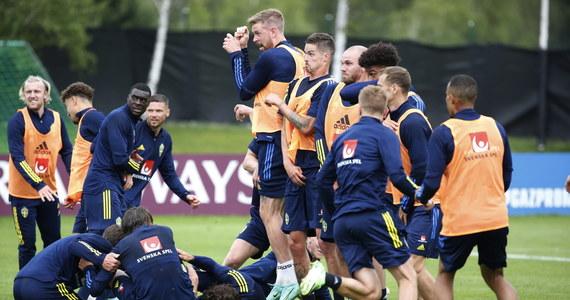 Reprezentacja Szwecji, która w środę będzie rywalem Polski w jej ostatnim meczu grupy E piłkarskich mistrzostw Europy, od poniedziałkowego wieczora jest już pewna awansu do 1/8 finału.
