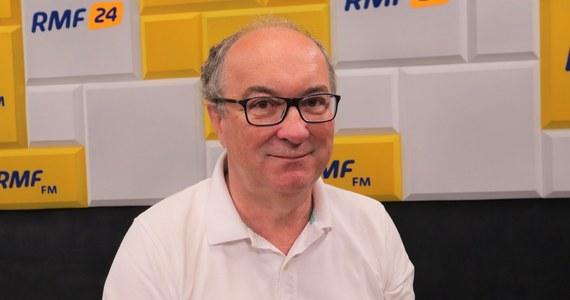 """""""Nie szykuję się na wcześniejsze wybory, bo uważam, że wybory będą w terminie"""" – mówił w Porannej rozmowie w RMF FM Włodzimierz Czarzasty. Odnosząc się do nowego programu PiS, Polskiego Ładu, i szerokiej akcji promowania go, stwierdził: """"Myślę, że cała ta akcja PiS-u jest raczej po to, żeby odbudować swoje notowania, żeby wzmocnić partię, nie przypuszczam, że będą (wcześniejsze) wybory. (…) Pan Kaczyński ma większość do tego, żeby rządzić, natomiast nie ma większości, żeby wprowadzać wszystkie ustawy""""."""