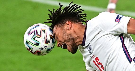 Na Wembley Anglicy skromnie wygrali z Czechami po golu Raheema Sterlinga w 12. minucie. Jako zwycięzcy grupy D mecz 1/8 finału rozegrają na tym samym stadionie z drugą drużyną uznawanej za najsilniejszą grupy F, w której występują mistrz świata Francja, Niemcy, broniąca tytułu Portugalia i Węgry.