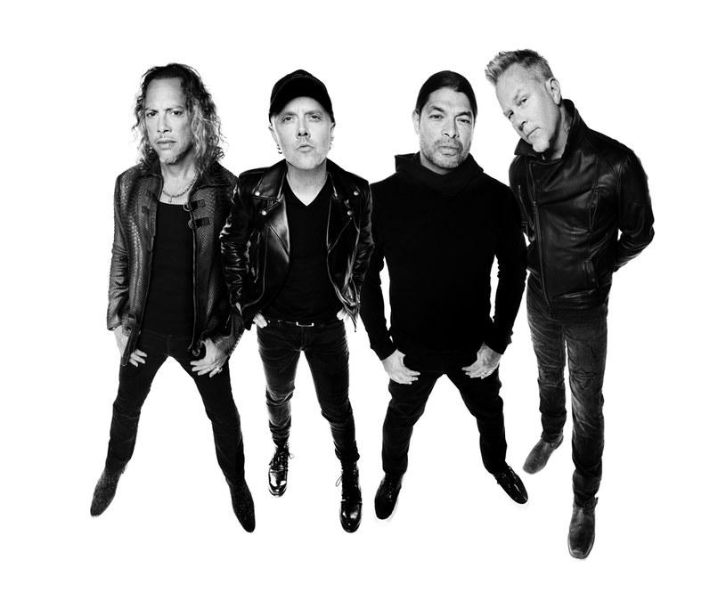 """Metallica świętuje 30-lecie kultowego czarnego albumu specjalną reedycją oraz albumem """"The Metallica Blacklist"""", na którym znajdzie się aż 53 coverów utworów z """"Black Albumu"""" w zaskakujących wydaniach. Na pierwszy ogień: Miley Cyrus śpiewająca """"Nothing Else Matters""""!"""