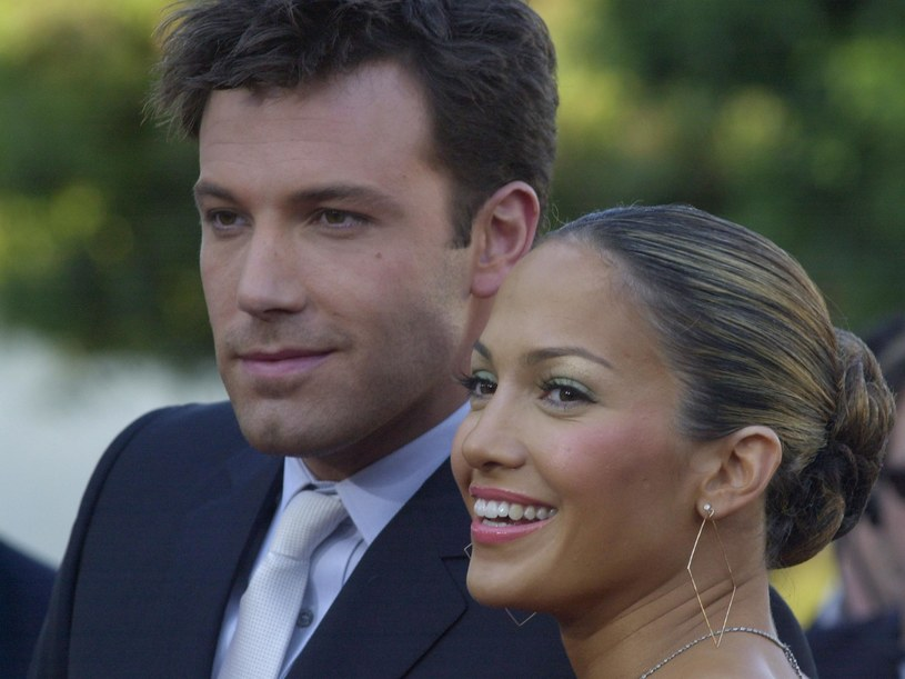 Namiętne pocałunki, na których Jennifer Lopez i Ben Affleck zostali przyłapani kilka dni temu w restauracji sushi, wywołały lawinę domysłów i spekulacji, jak dalej potoczy się ta relacja. W amerykańskich mediach pojawiła się właśnie informacja, że aktor planuje oświadczyny, podobno wybrał już nawet datę.