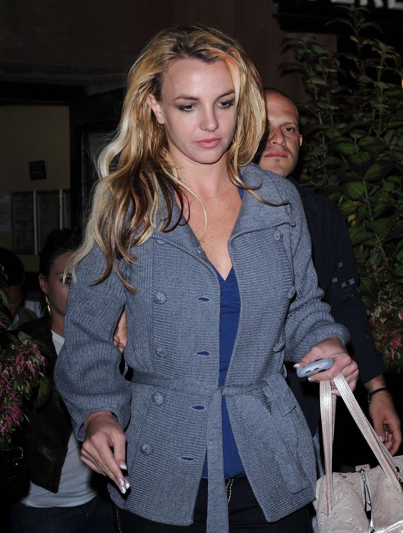 23 czerwca odbyło się pierwsze posiedzenie w sądzie, który bada, czy nałożona ponad 13 lat temu kuratela na Britney Spears, nadal powinna obowiązywać. Wokalistka po raz pierwszy od wielu lat zabrała głos na swój temat, a jej zeznania wstrząsnęły opinią publiczną.